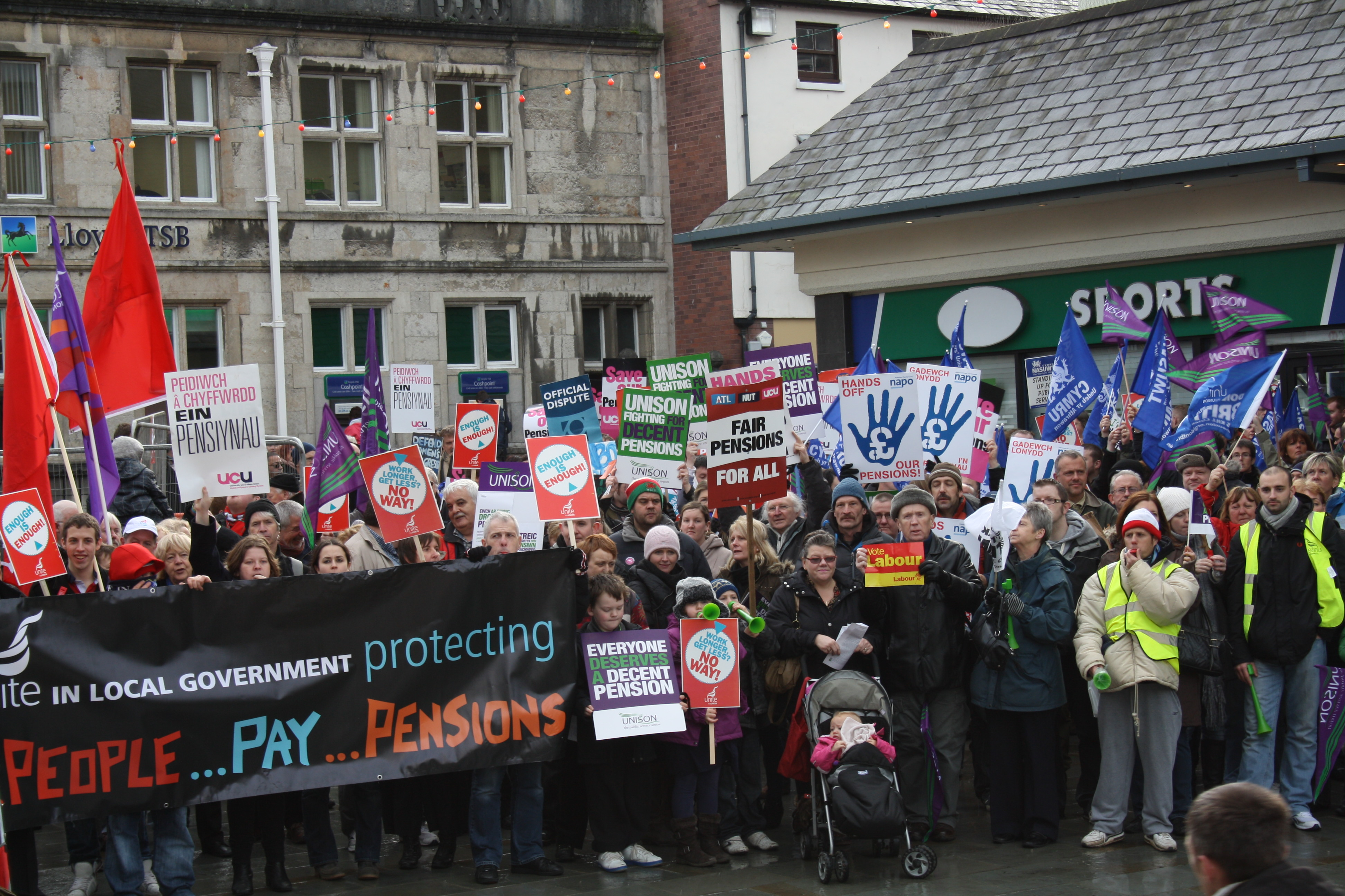 Lecturers Strike: Views From The Picket Line | Seren