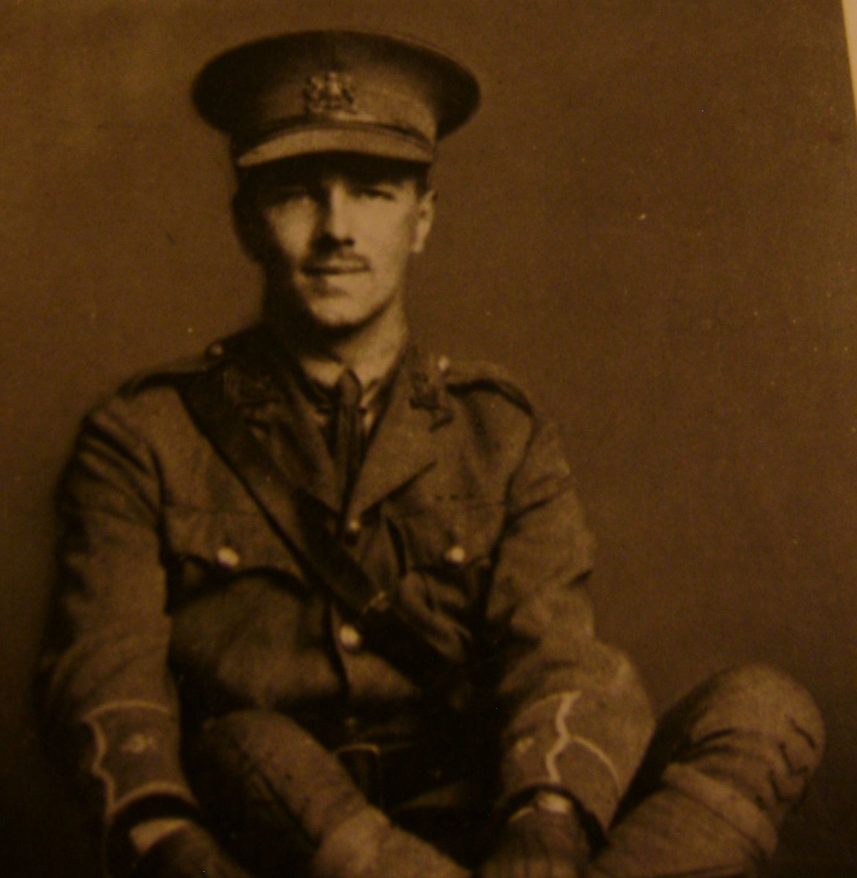 a description of wilfred owen as a famous british war poet in world war i