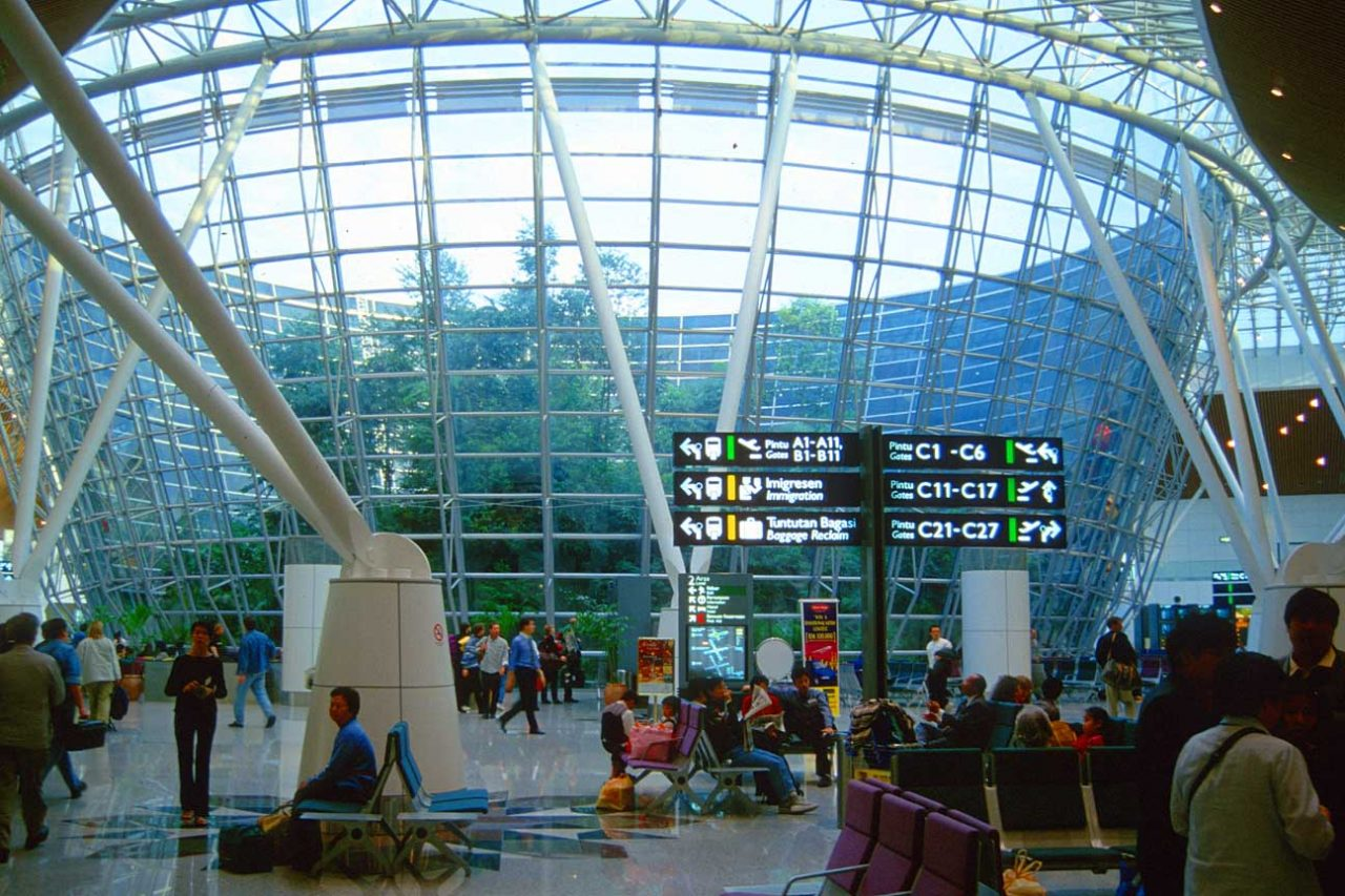 kul-kuala-lumpur-international-airport-with-tropical-rainforest2_b
