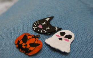 Make your own spooky pins!